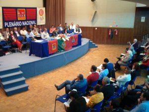 O Salão da Associação de Comerciantes esteve bem preenchido com gente que veio de todo o País para este Plenário em que se comemoravam os 30 Anos de vida do nosso Sindicato...